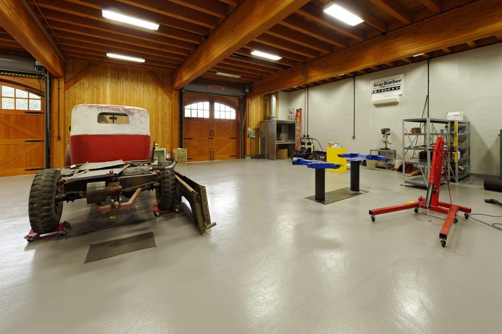 Timberframe Barn Hydraulic Lifts